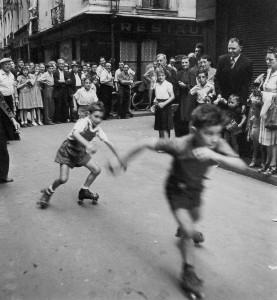 スケートをする子供たち